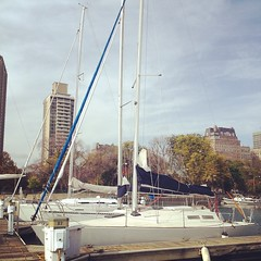 Who\'s up for sailing today? We\'ve got gorgeous West winds! #belmontharbor #chicago #lakemichigan