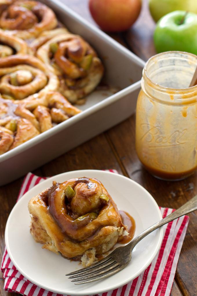 Caramel Apple Cinnamon Rolls - Ready in 1 Hour and so good! Perfect for apple season! #cinnamonrolls #onehourcinnamonrolls #breakfastrolls   Littlespicejar.com @littlespicejar
