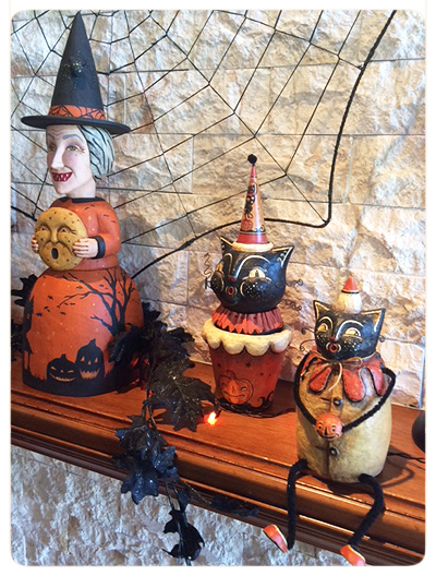 Jody's-Photo-Hallowen-mantel-folk-art