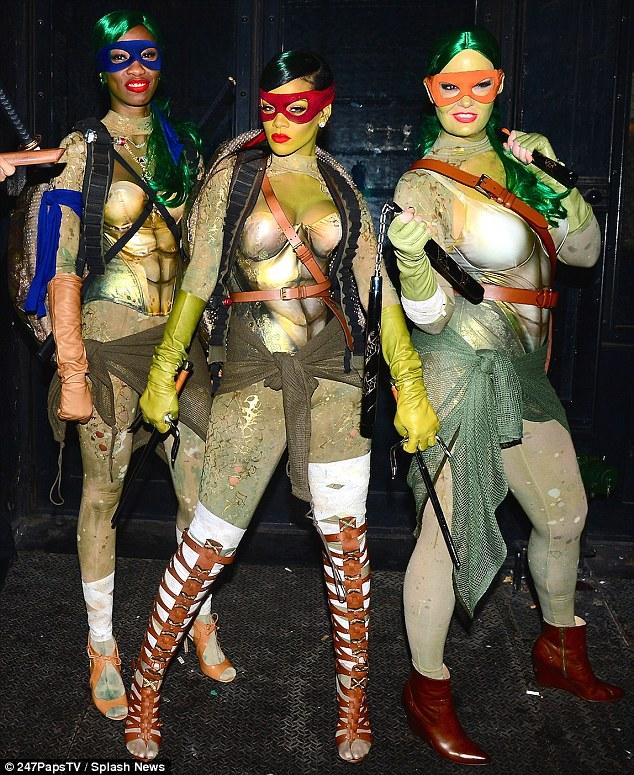 rihanna turtle costume (6)