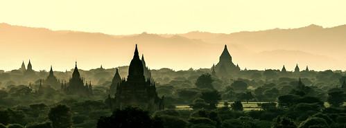 travel light panorama mist silhouette misty fog sunrise temple licht pagoda haze asien südostasien nebel alt burma stupa urlaub buddhism unesco jungle architektur myanmar sonnenaufgang birma reise bagan tempel dschungel dunst pagode historisch buddhismus morgengrauen ebene