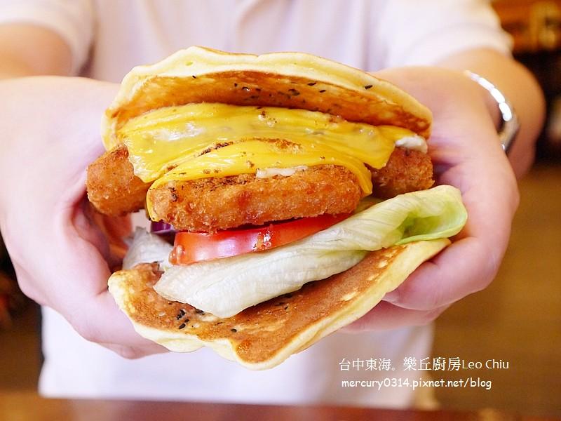 15531880836 552b5c9fa9 b - 熱血採訪。台中龍井東海夜市【樂丘廚房】好評二訪,漢堡鬆餅義大利麵好吃!