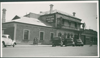Gilles Arms Hotel, Gilles Street, 1952