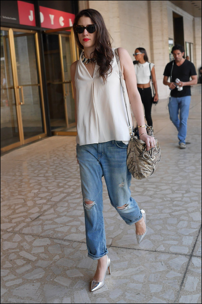 FW9-14  59w ripped faded jeans cream sleeveless shirt pumps