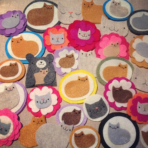 Today: kitteh-sewing factory. #migrationgoods #wip