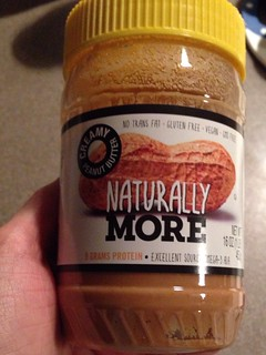 Naturally killing me. Peanut butter and added protein!? Dead. 😍