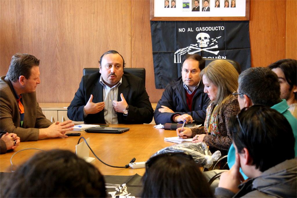 Consejeros regionales Santibañez y Torres comprometen apoyo a opositores de proyecto biobiogenera