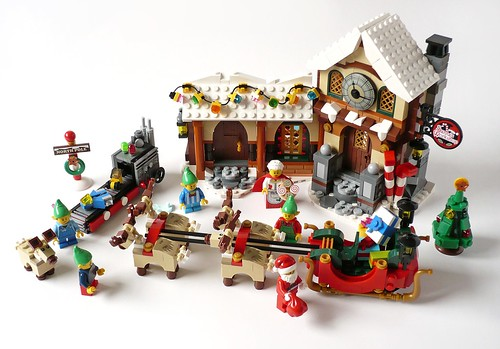 LEGO 10245 Santa's Workshop 28