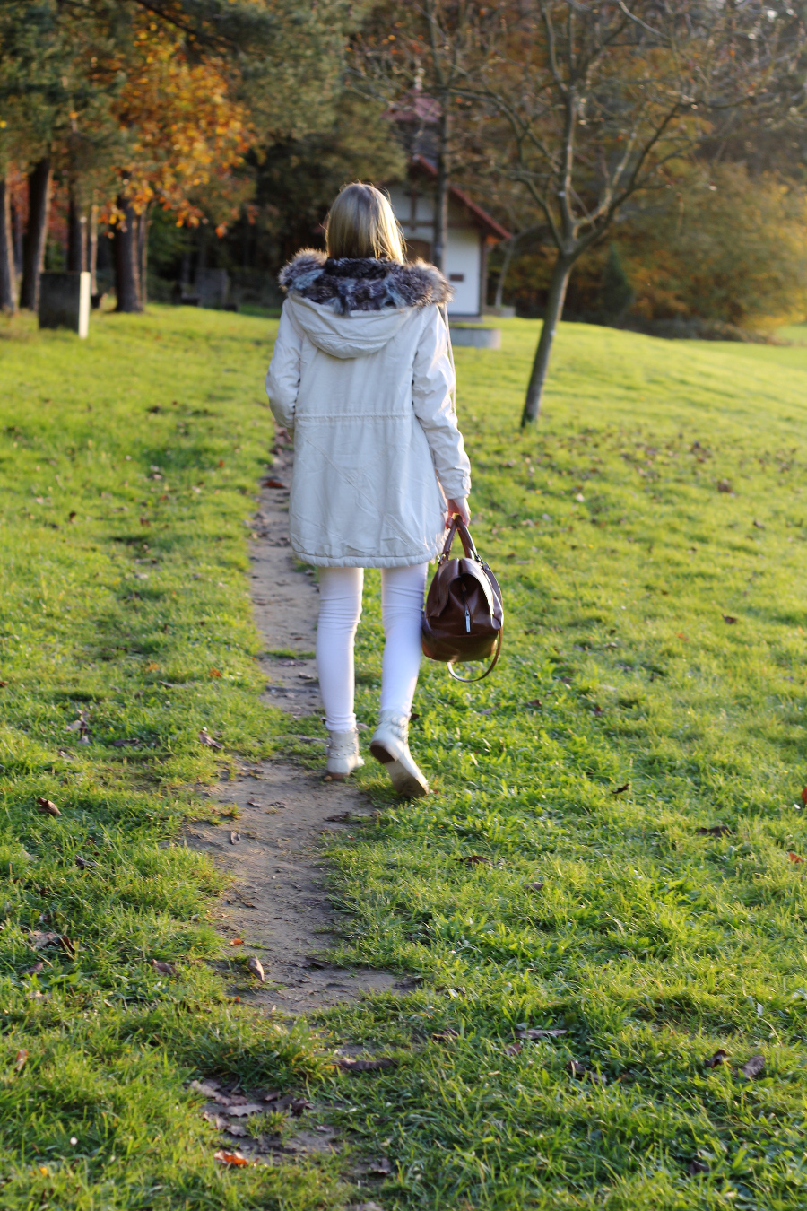 outfit-autumn-parka-bright-colors-woods-white-zara