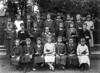"""Die Mädchen im Kirchenchor, man nannte sie """"Singmädcher"""", mit Lehrer Henz 1930"""