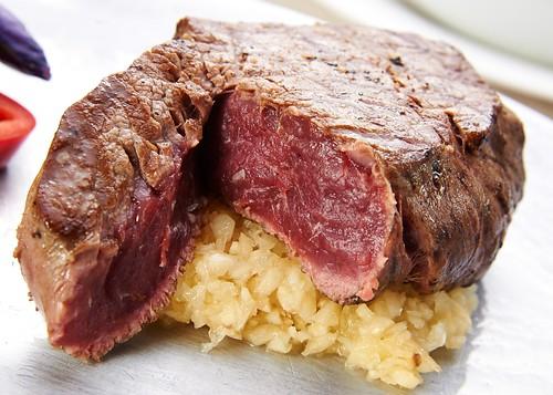 高雄新國際西餐廳牛排的部位、熟度與吃法5_三分熟