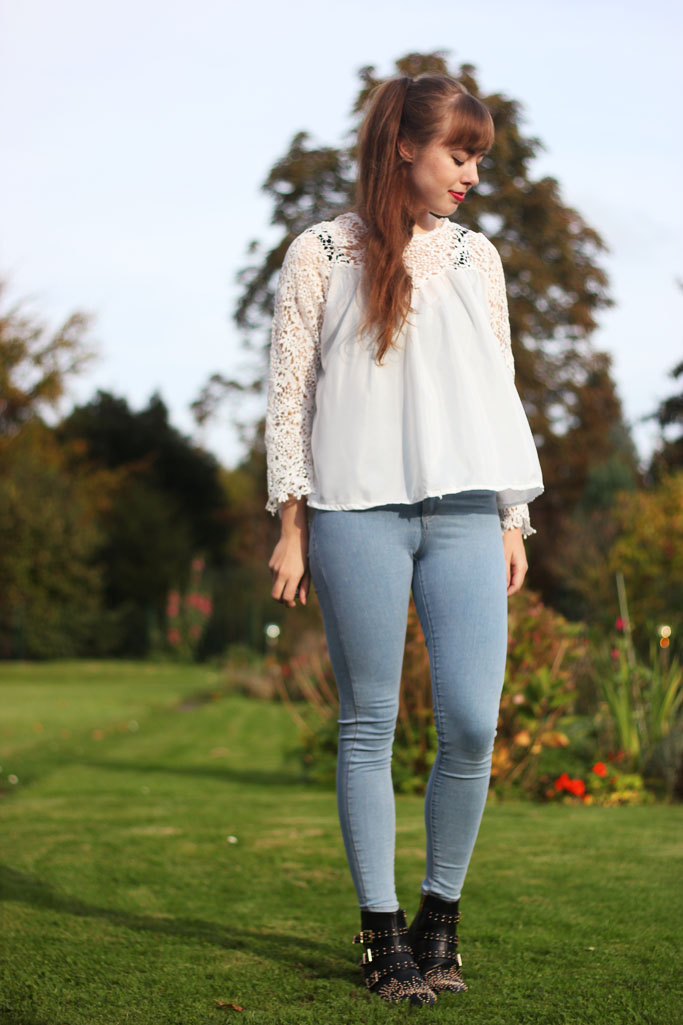 How to style a lace blouse - white crochet blouse - zara spitzen bluse alternative günstig