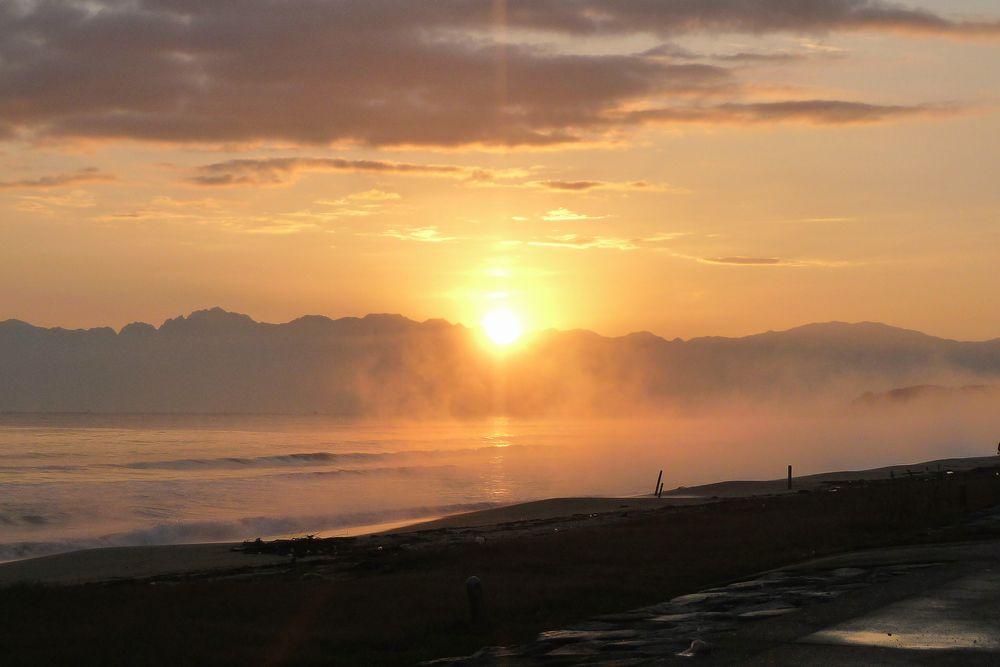 富山県氷見市からの朝日