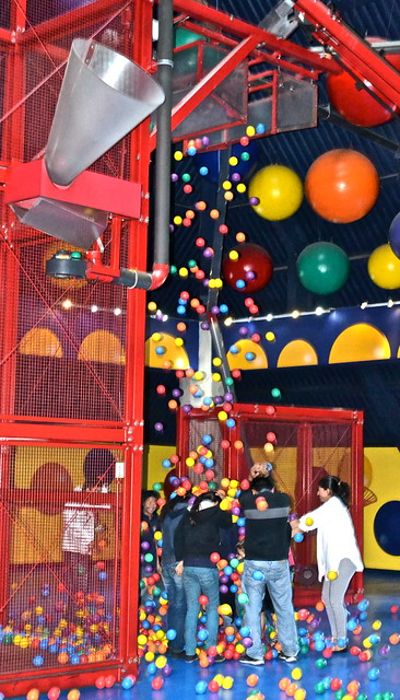 balls dropping, kids museum, guatemala city