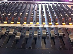 electronic device, mixing console,
