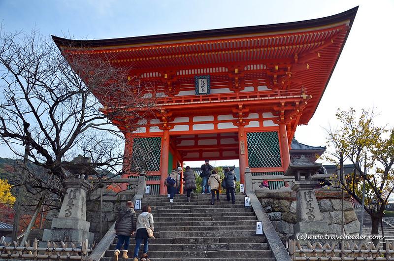 Kiyomizudera entrance
