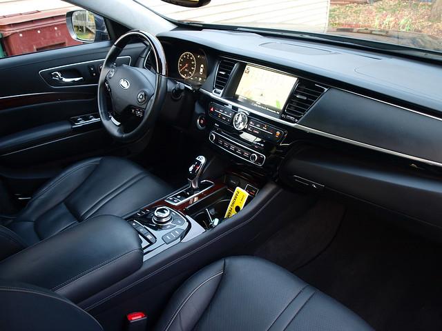 2015 Kia K900 VIP Interior 013