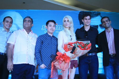 Phil Younghusband & Allison Harvard with Sprinto Executives