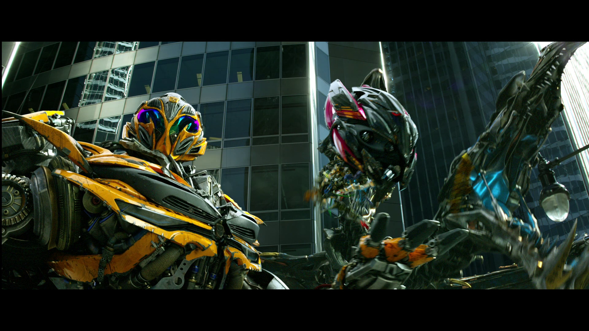 Why does Stinger's robot mode look just like Bumblebee's ... Transformers 4 Bumblebee Vs Stinger