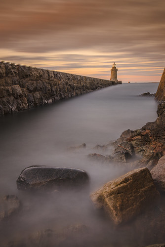 longexposure light sunset sea lighthouse le shore guernsey breakwater stpeterport saintpeterport