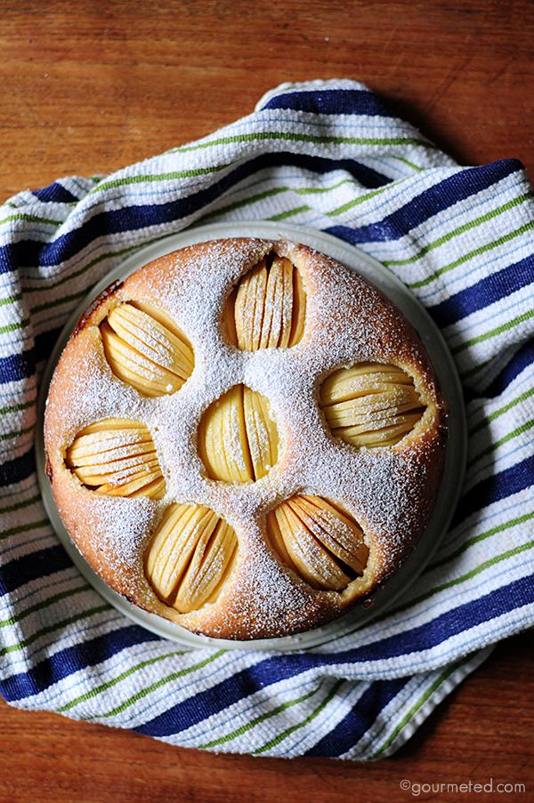 Versunkener Apfelkuhen (German Sunken Apple Cake)