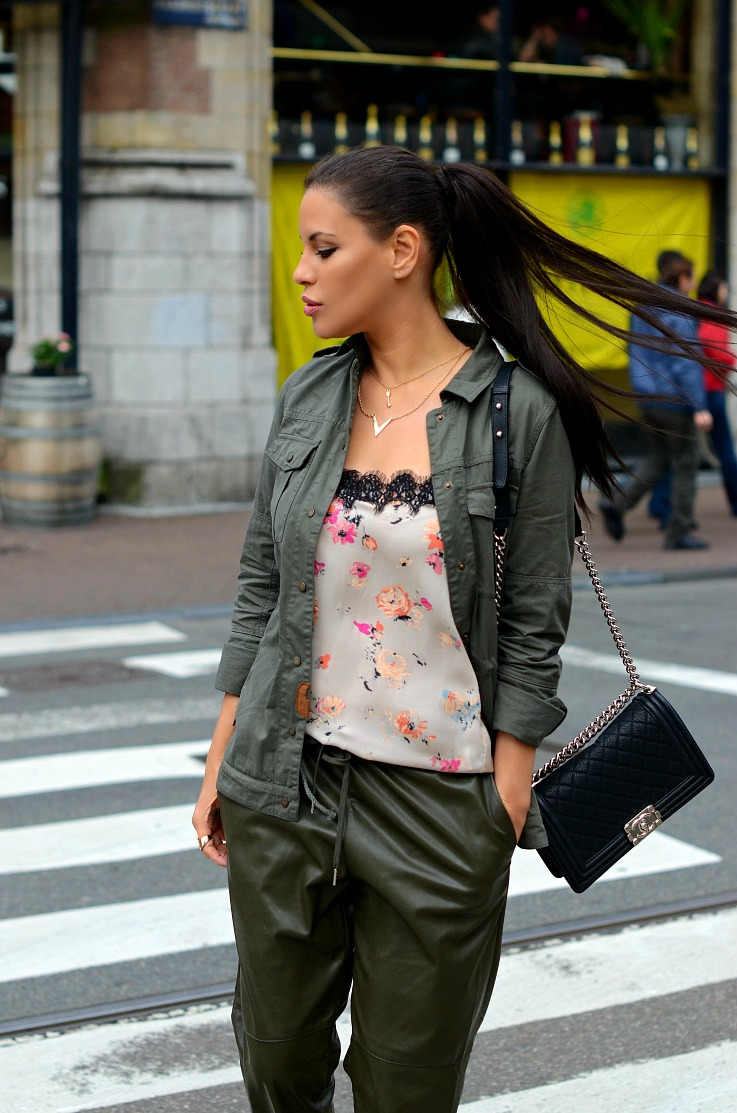 DSC_2887 Army Green jogging pants, Zara floral top, Chanel Boy Bag, Tamara Chloé (2)