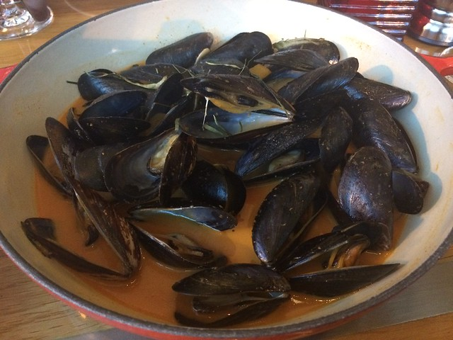 Red Thai curry mussels - District Commons