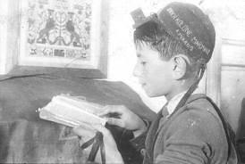 yeled leyendo tehilim