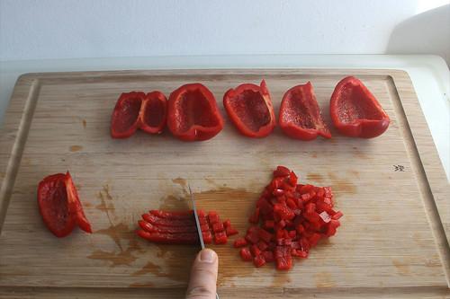24 - Paprika würfeln / Dice bell pepper