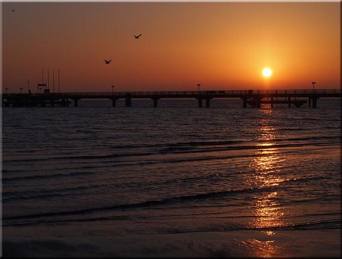 november sun beach water strand sunrise reflections see wasser balticsea sonne sonnenaufgang ostsee 2014 spiegelungen scharbeutz morgenlicht ostseeleuchte