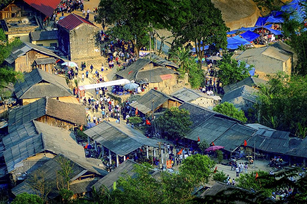 N037.Khau Vai love market