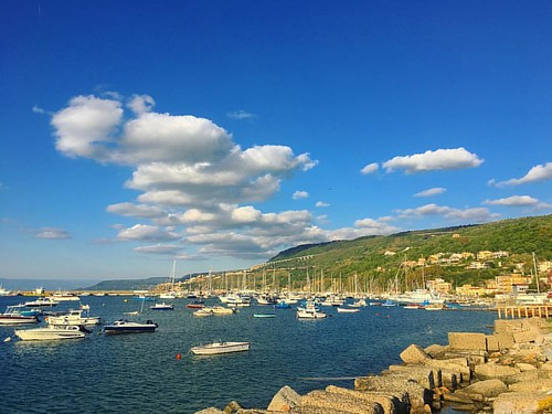 What do you want to do when you grow up? Sail the world! ______________ #goldenHour #sailing #boats #yachts #marina #ViboMarina #Calabria #andreeatravelsitaly #glt #explore #Italy #beautiful #stunning #instatravel #travel #destinations