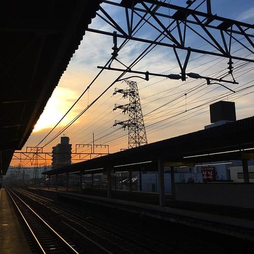 おはようございマシーン、今朝も寒い( ꒪⌓꒪) 腰に痛みが?!! #japanese #sky #イマソラ #いまそら #morning #sunrise #station