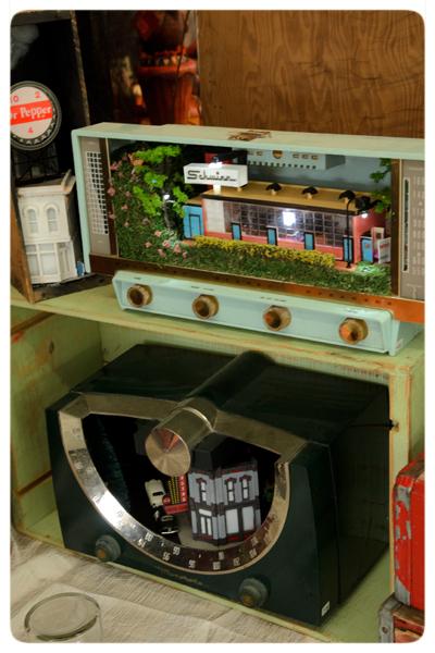 Mister-Christmas-Vintage-radio-art