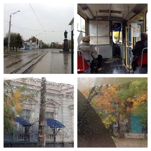 Евпаторийский трамвай осенью))) очень романтично)). #евпатория