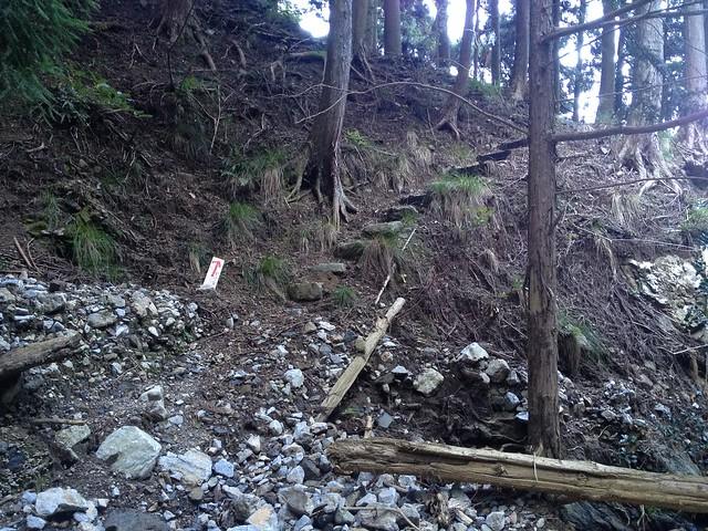 秣の滝 登山道 滝まで300m地点