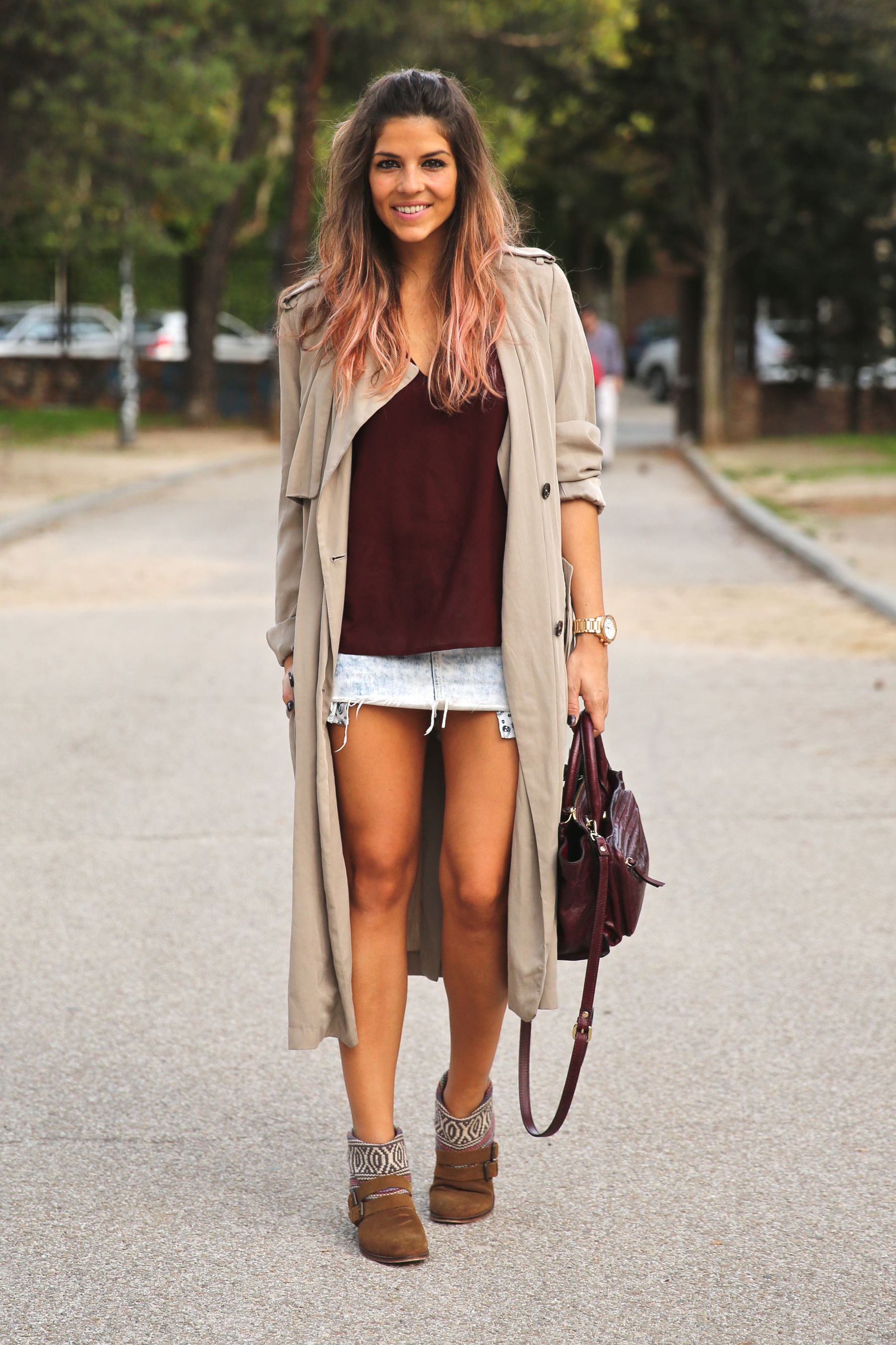 trendy_taste-look-outfit-street_style-ootd-blog-blogger-fashion_spain-moda_españa-boho-hippie-gabardina-botines_camperos-booties-gabardina-raincoat-burgundy_bag-zara-8