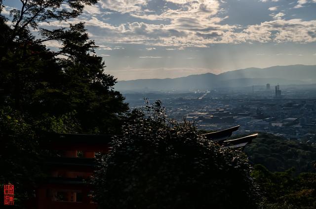 「霞む」 伏見稲荷 - 京都