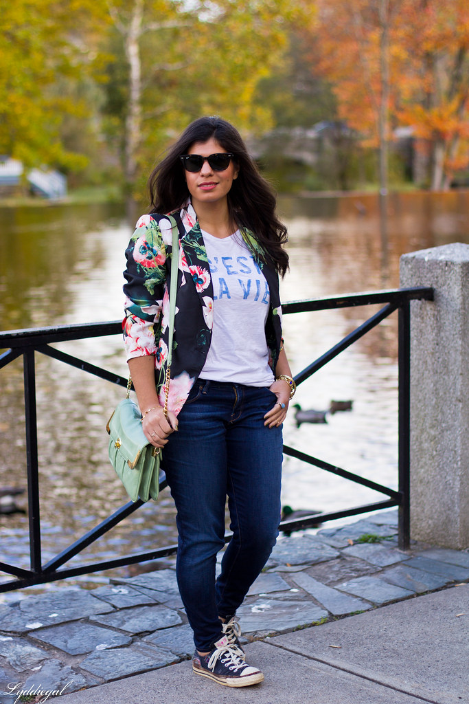 Jeans, graphic tee, floral blazer, converse-3.jpg