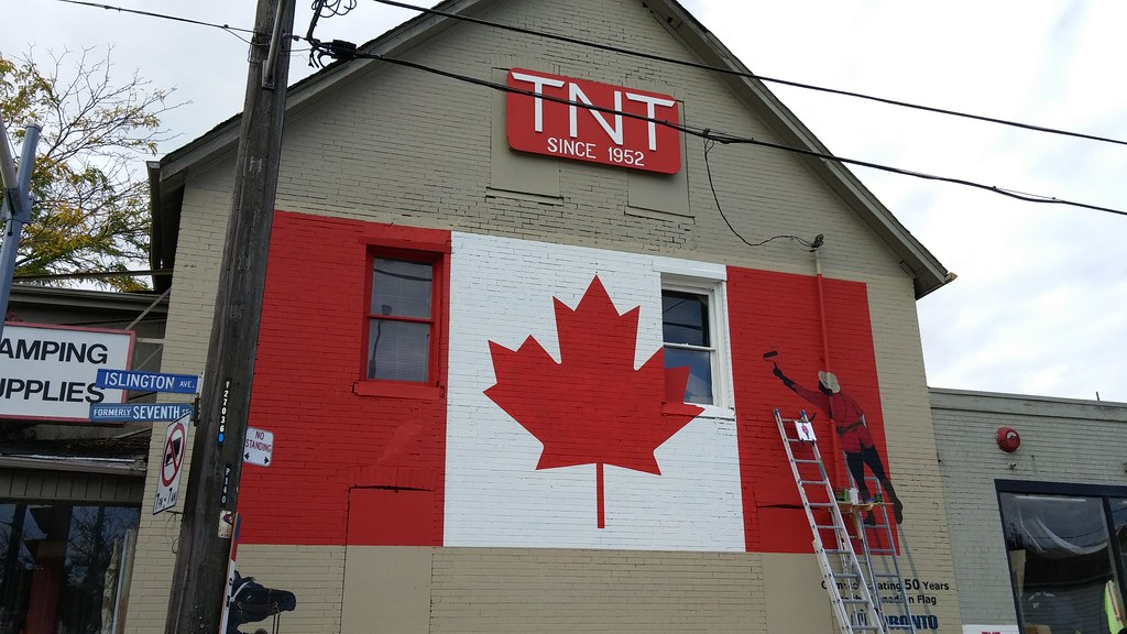 Nice new mural on the TNT building
