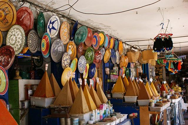 Marchand d'épices derrière le marché aux poissns