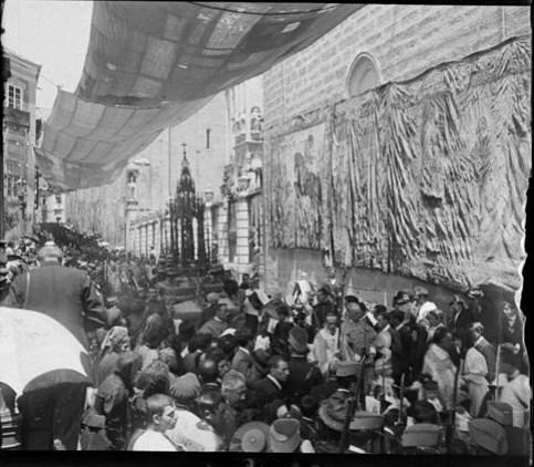 Custodia de Arfe en la Procesión del Corpus hacia 1915. Fotografía de Aurelio de Colmenares y Orgaz, Conde de Polentinos Ⓒ Fototeca del IPCE, Ministerio de Educación, Cultura y Deporte. Signatura DCP-A-2626_P