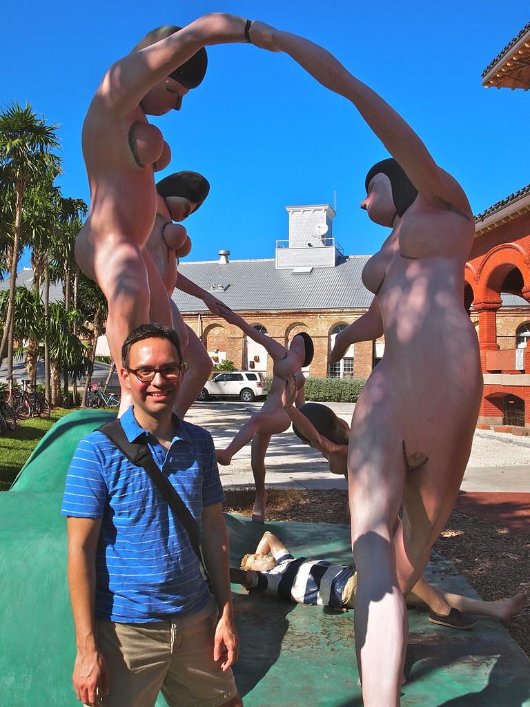 Daydream - naked women statue