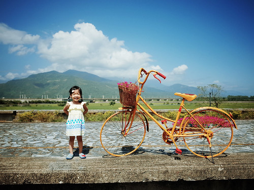 mountain color colour beautiful station bicycle train landscape kid colorful child bluesky littlegirl littlepeople 女孩 小孩 腳踏車 鐵道 顏色 藍天 彩色 鐵馬 東里站