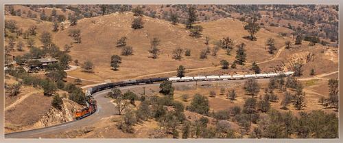 california santa green up electric burlington train unitedstates pacific general union curves zug tunnel mojave fe northern ge fret tehachapi bnsf bakersfield trein manifest güterzug goederentrein marchandises es44c4