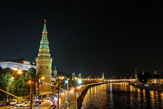 Moskva river and Kremlin at night 夜のモスクワ川とクレムリン