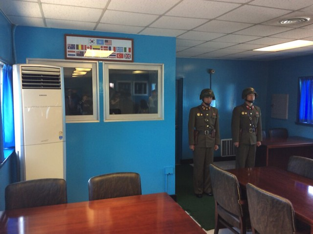 Panmunjom blue house - Thomas Shubbuck's Pictures from North Korea