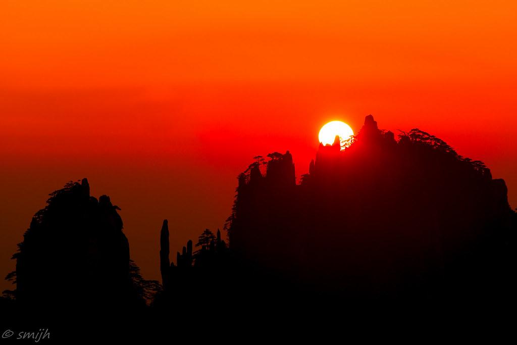sunrise on the rocks @ Huangshan, China