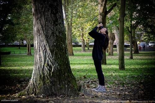 La sobrina de villarriestra mostrando sus buenas dotes de reportera de la naturaleza y animalitos desvalidos.
