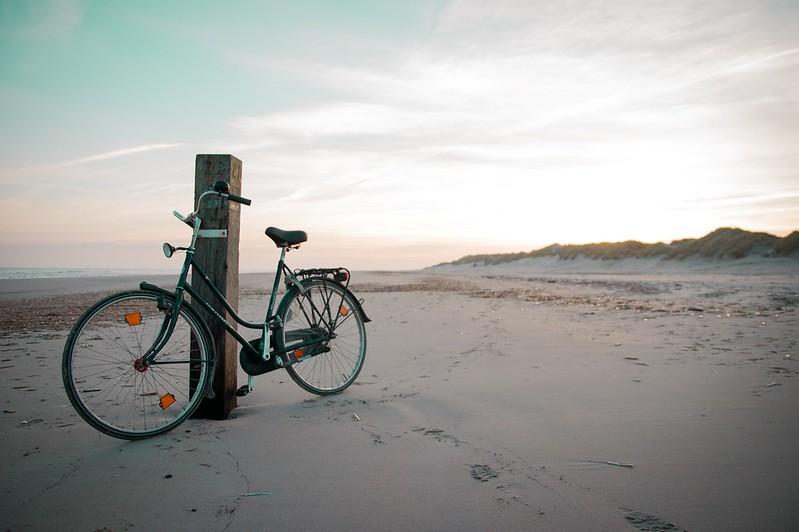 Fietstocht over het Amelandse strand